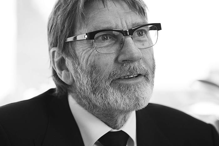 Dr Ian Hill